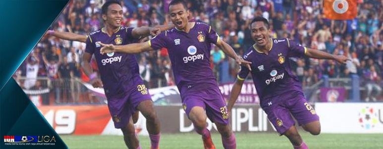 Persita Tangerang versus Persik Kediri - www.idnsportsliga.com