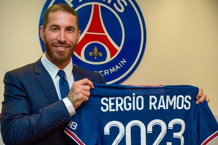 Sergio Ramos Resmi Berseragam PSG