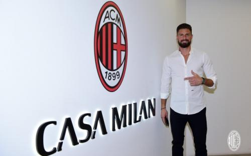 Olivier Giroud Resmi Berseragam AC Milan