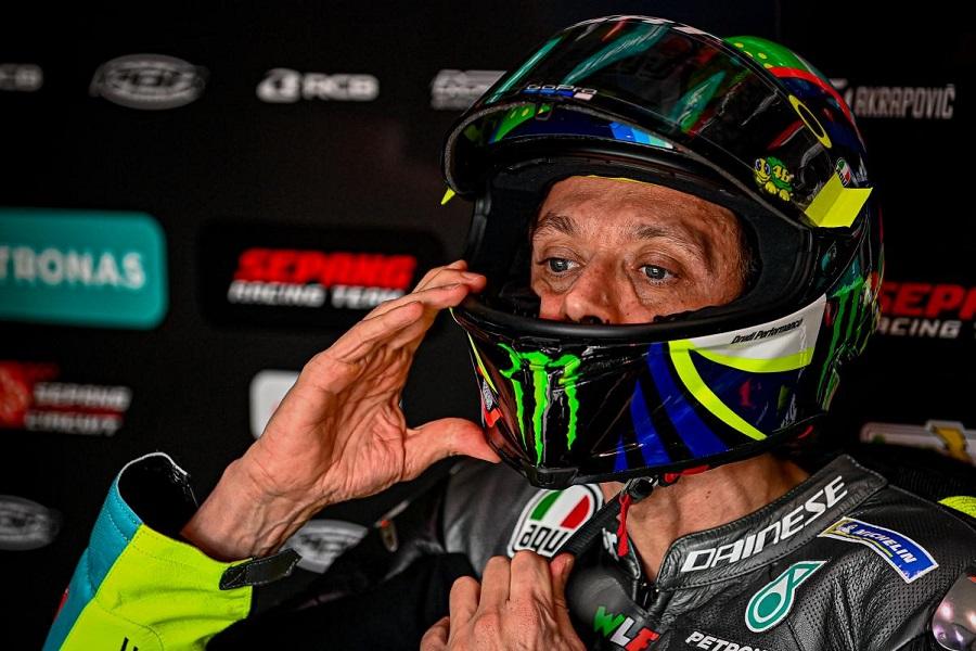 Setelah 26 Tahun, Valentino Rossi Umumkan Gantung Helm